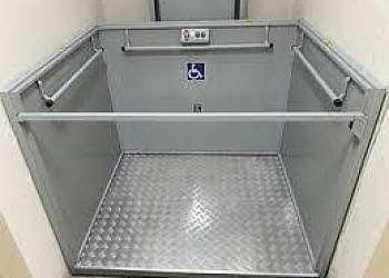 Manutenção de plataforma para deficientes